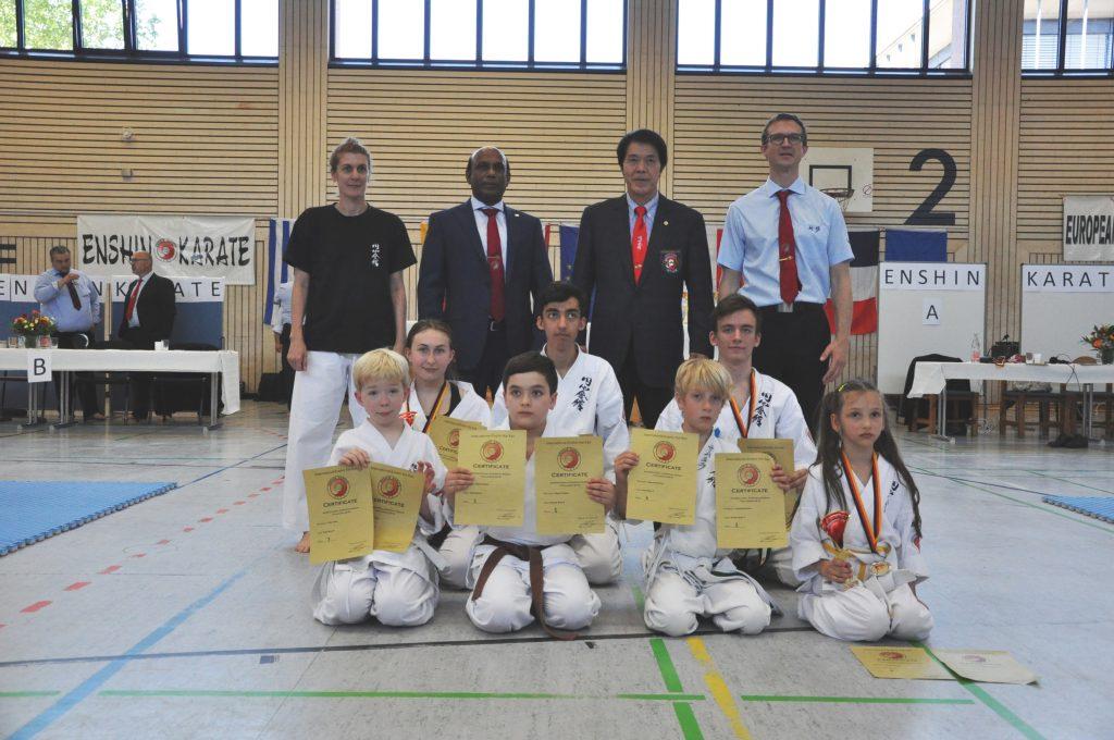 Karlsruher Enshin Karate Wettkampf Team mit Kancho Joko Ninomiya und Shihan Chandana Muthunayake